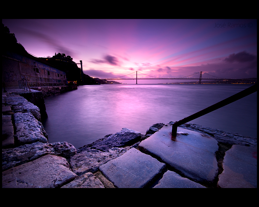 Long exposure waterscape photography in Cacilhas, located in Almada, made by landscape photographer José Ramos from Portugal