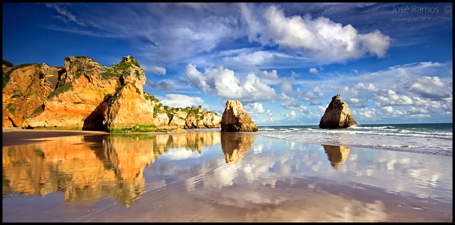 Long exposure waterscape photography in Caniço beach, near Alvor, located in the Algarve region, made by landscape photographer José Ramos from Portugal