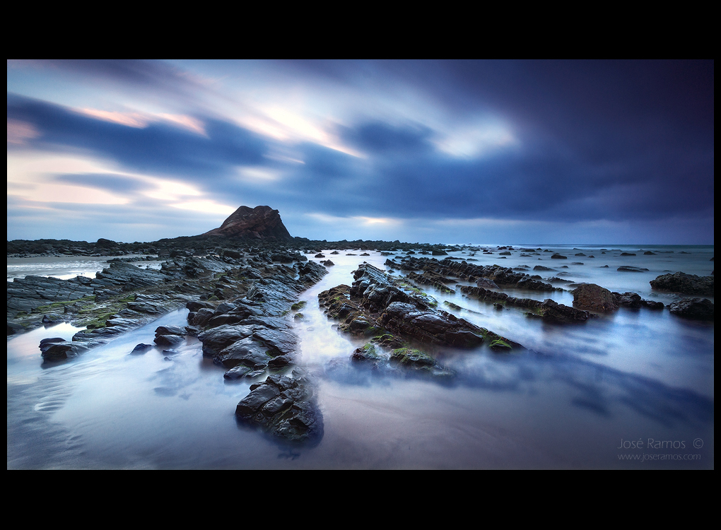 Long exposure waterscape sunset photography in Ponta Ruiva Beach, in the Costa Vicentina, Algarve region, made by landscape photographer José Ramos from Portugal