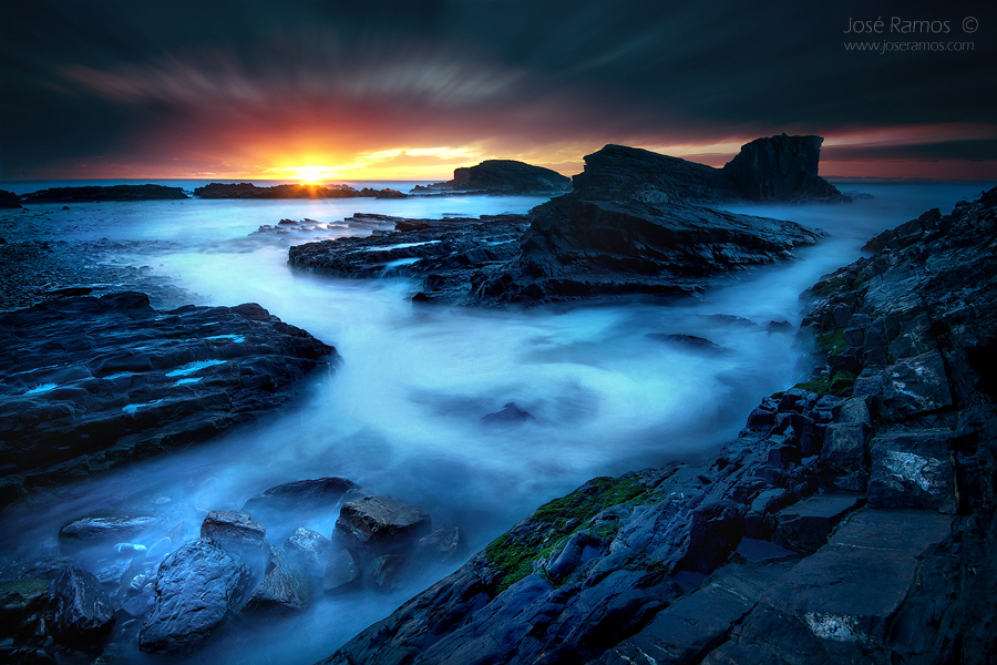 Long exposure waterscape photography in the Porto da Lapa das Pombas beach, near Almograve, in the Alentejo region, made by landscape photographer José Ramos from Portugal