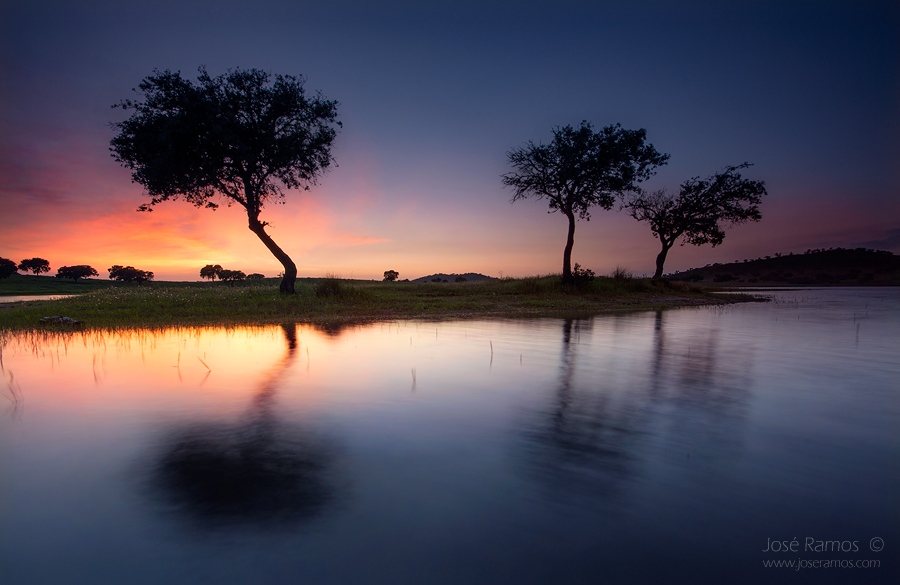 Long exposure waterscape photography in Altar do Pego dam, near Alcácer do Sal, located in the Alentejo region, made by landscape photographer José Ramos from Portugal