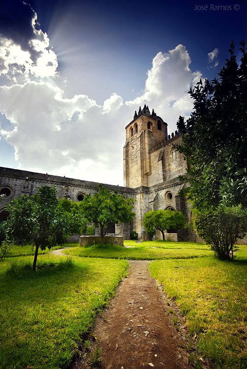 Architecture photography in Évora, in the Alentejo region, depicting a cloister of Évora's Cathedral, shot by landscape photographer José Ramos from Portugal