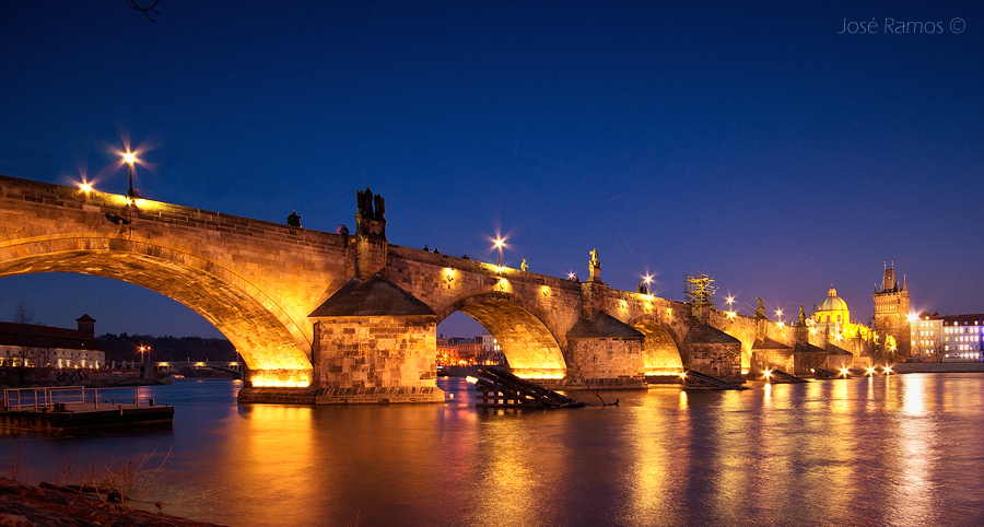 Architecture photography in Prague, depicting Charle's Bridge, shot by landscape photographer José Ramos