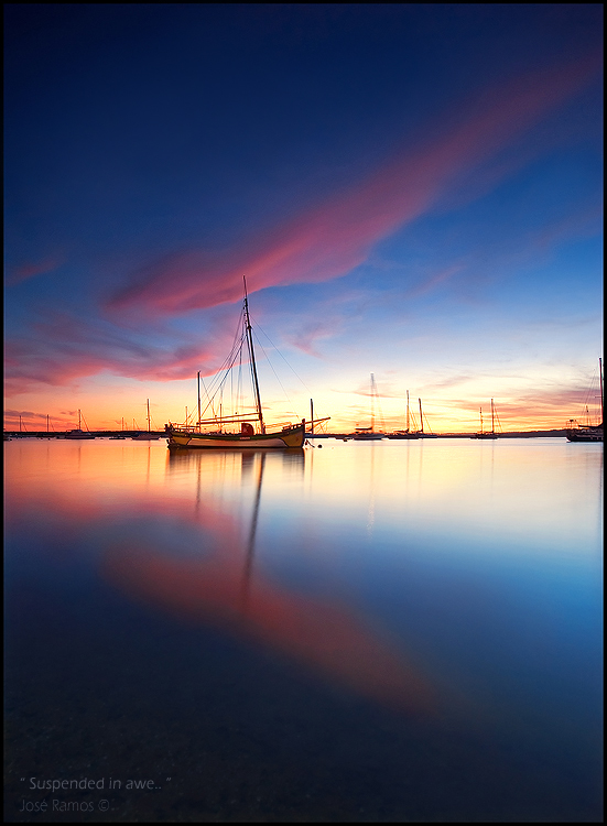 Long exposure waterscape photography in Alvor, depicting a fishermen boat, located in the Algarve region, made by landscape photographer José Ramos from Portugal
