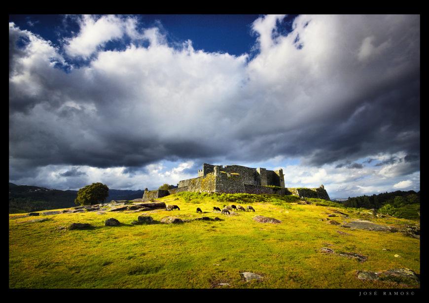 Landscape photography in Parque Nacional da Peneda Gerês, depicting the Lindoso village castle, shot by landscape photographer José Ramos from Portugal