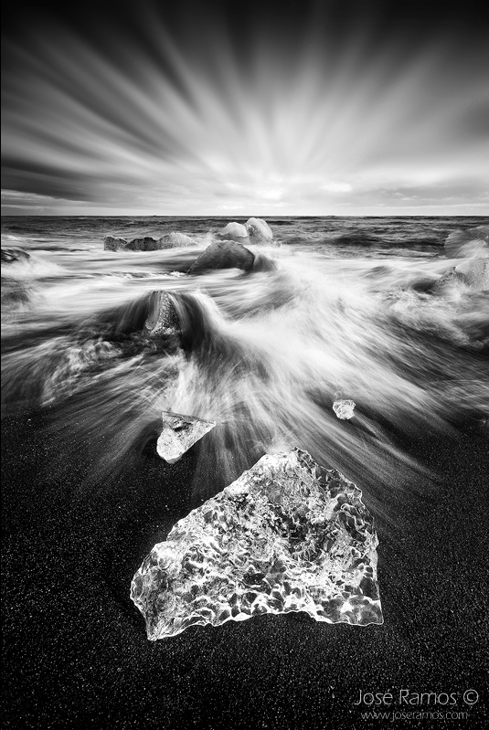 Long exposure waterscape photography in the Jokulsarlon beach, located in Iceland, shot by landscape photographer José Ramos