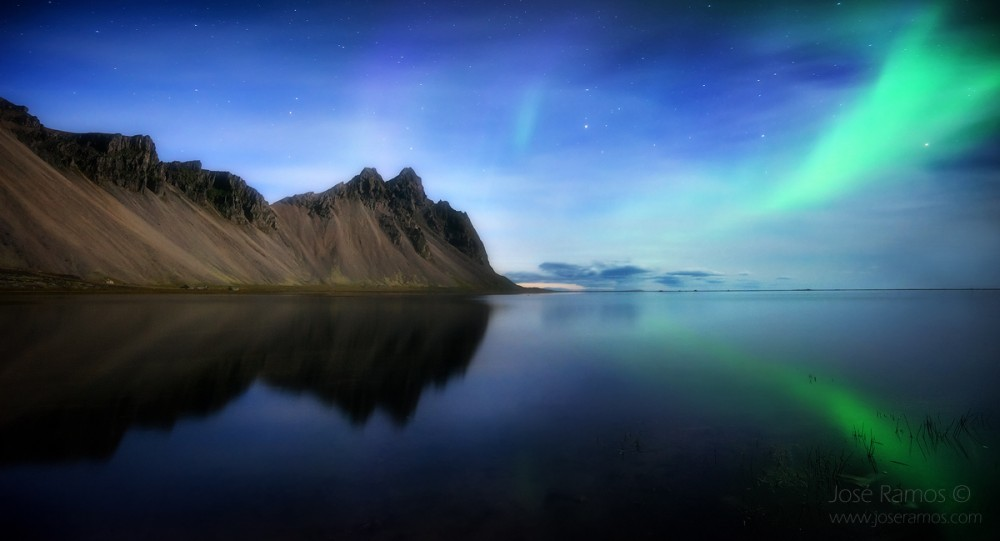 Landscape photo showing the Northern Lights above the Vesturhorn/Vestrahorn mountains in Iceland, shot by the photographer José Ramos