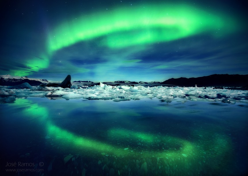 Aurora Borealis / Northern Lights captured in a long exposure photo by José Ramos, in the Jokulsarlon glacier lagoon