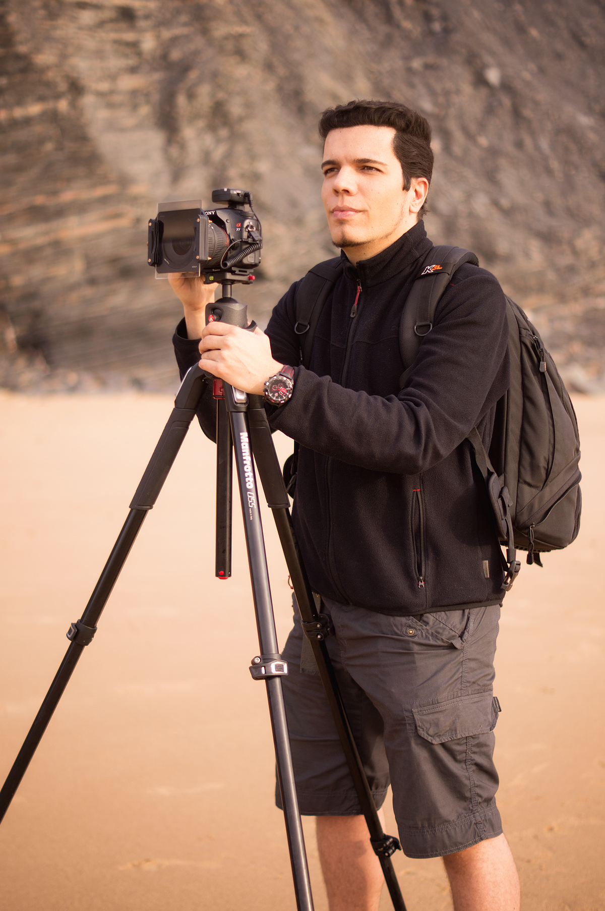 José Ramos shooting with the Manfrotto 055XPRO3 Tripod in Castelejo Beach (Algarve, Portugal)