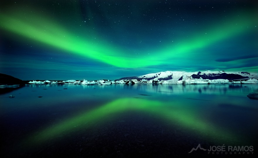 Long exposure night photography showing the Northern Lights over the Jokulsarlon Glacier Lagoon in Iceland, shot by landscape photographer José Ramos