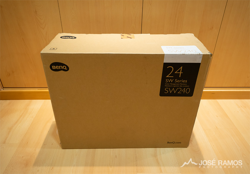 BenQ SW240 Monitor Box