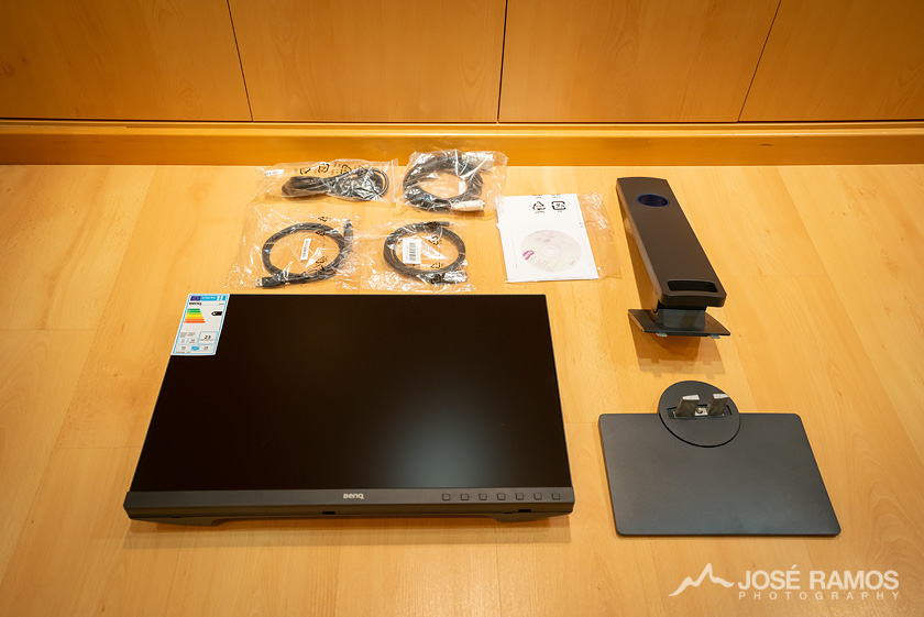 BenQ SW240 Monitor Unboxing Contents