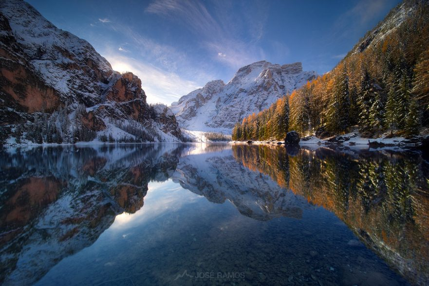 Photo made during sunrise in Lago di Braies in the Dolomites, Italy, shot by landscape photographer José Ramos