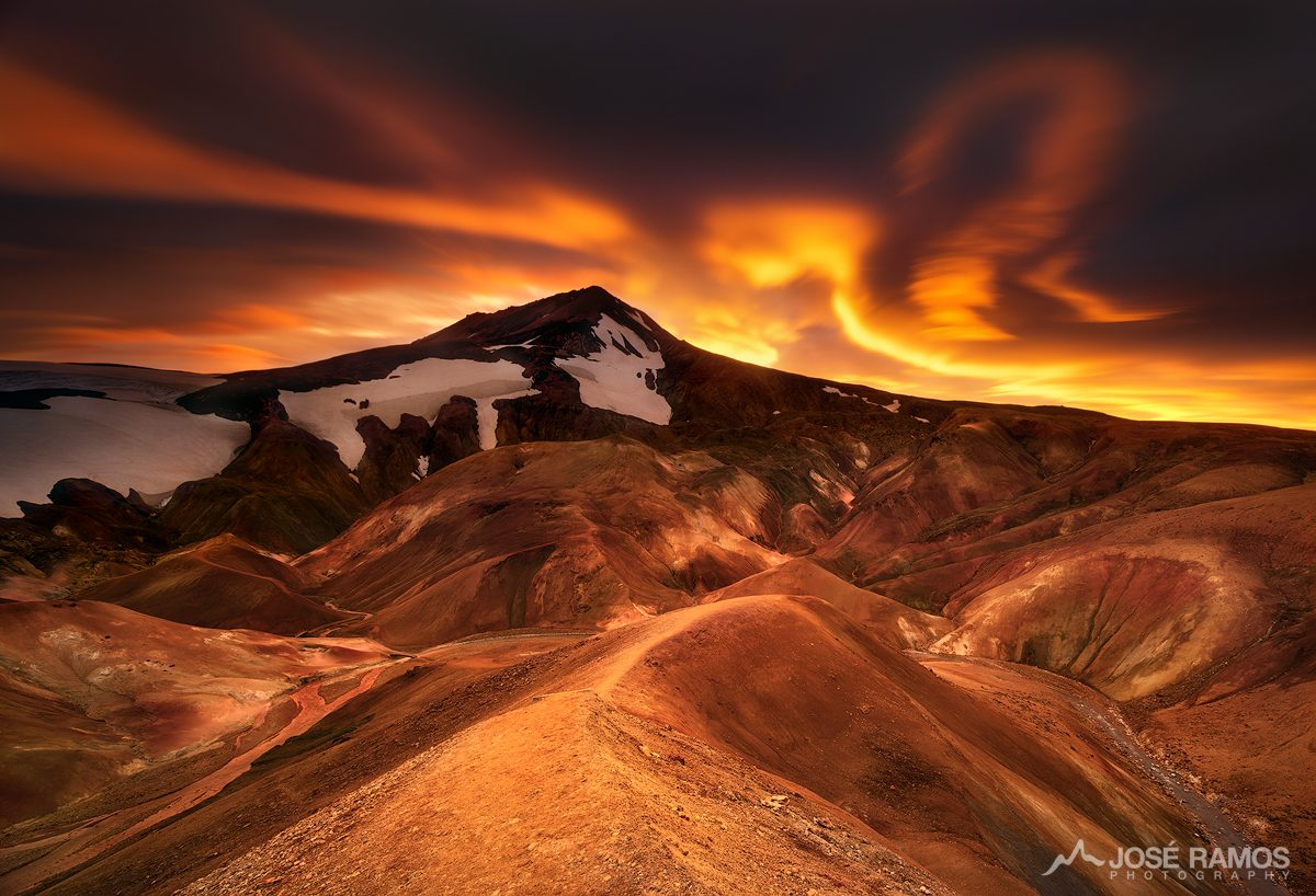 Landscape photography in the highlands of Iceland, showing a powerful sunset in Kerlingarfjoll, captured by landscape photographer José Ramos